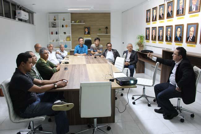 Luciano Veiga secretario executivo da Amurc apresentou o Projeto do Comite Produtores de Agua do Sul da Bahia FOTO ASCOM ACI